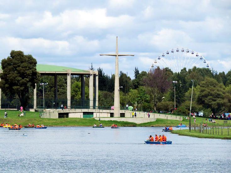 Al fondo se ve la rueda de chicago de Salitre Mágico: http://www.tuhotelbogota.co/category/parques/parque-simon-bolivar/