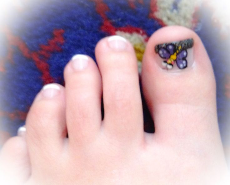 Decoración en los pies, uñas, mariposa, puntos