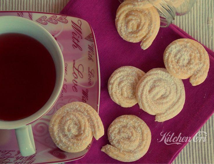 Biscotti di frolla montata, ricetta dolce semplice e veloce per la colazione o per l'ora del the