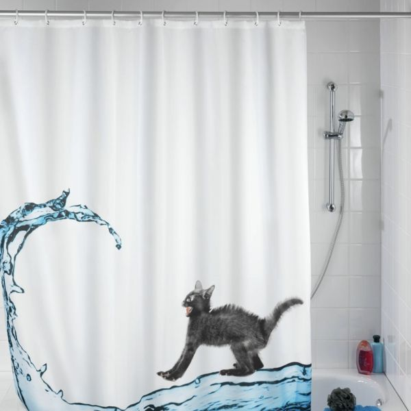 rideau de douche original avec un petit chat agressif