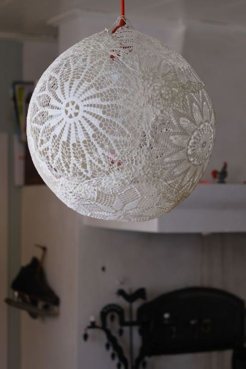 Lace balloon....spray painted gold