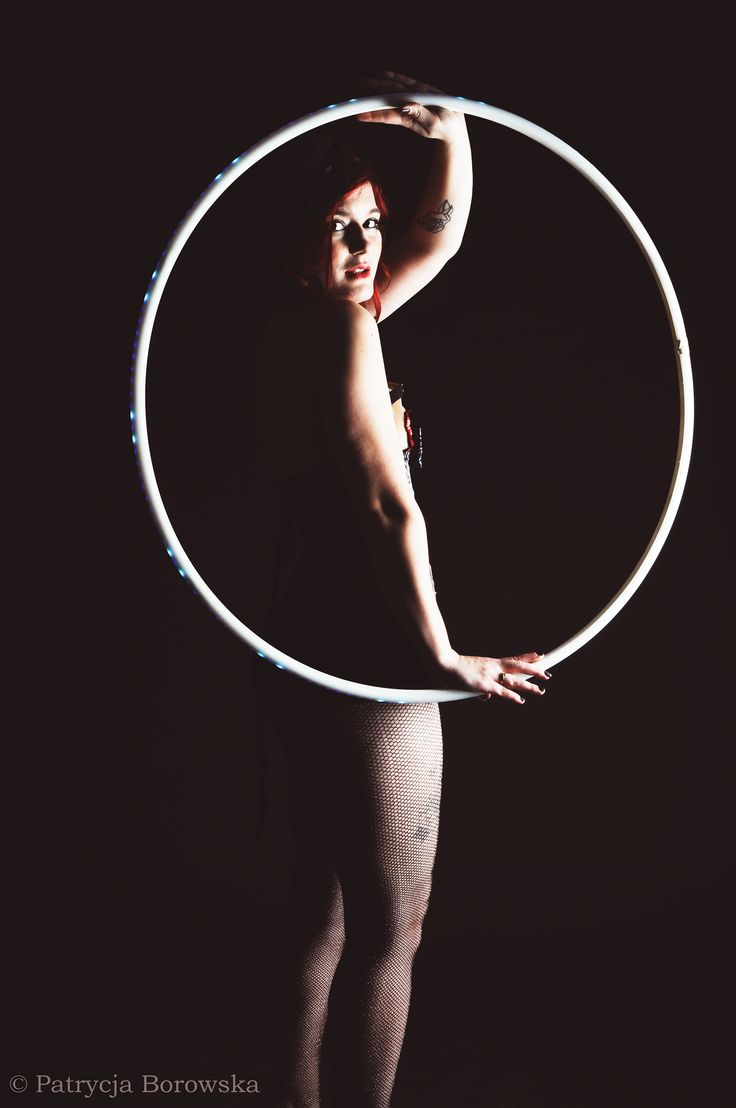 Burlesque with hula hoop by Patrycja Borowska Photography MUA Lisi pędzel