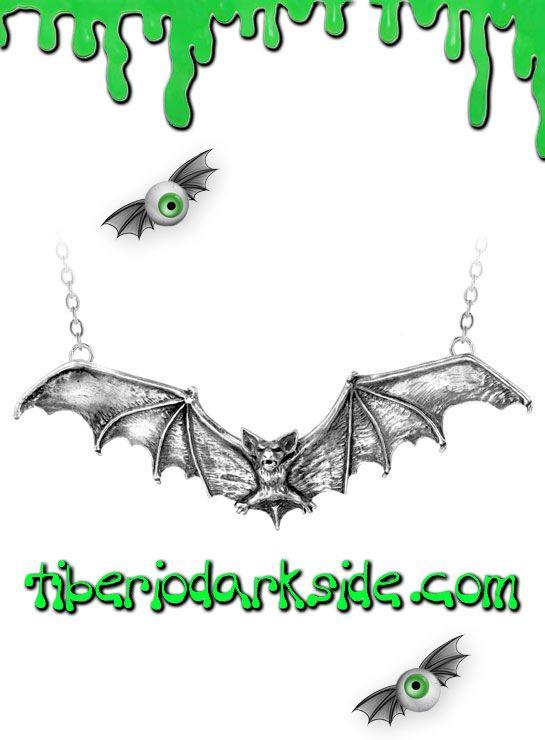 GOTHIC BAT PENDANT  Colgante de murciélago grande, de Alchemy Gothic. Criatura de la noche en pleno vuelo. Incluye la cadena. Material: peltre inglés (aleación de estaño y cobre).  TALLA: ÚNICA  TAMAÑO: 12,80 cm ancho x 4,50 cm alto