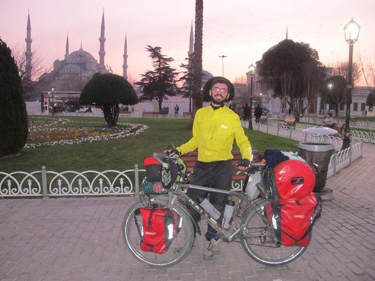 Francesco Alaimo, da solo in bicicletta verso EST - www.ViaggiaredaSoli.net: Francesco Alaimo, Intervist Di, Verso Estes, Da Solo, Bicicletta Verso, Di Viaggiatori