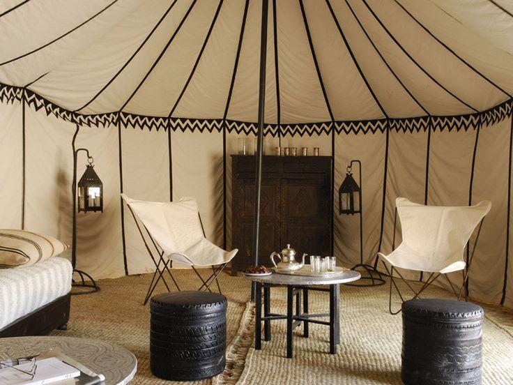Idées pour un réveillon insolite: Luxury Desert, Desert Camps, Luxury Tent, Moroccan Interiors, Luxury Camps, Guest House, Living Room, Elegant Interiors, Moroccan Tent