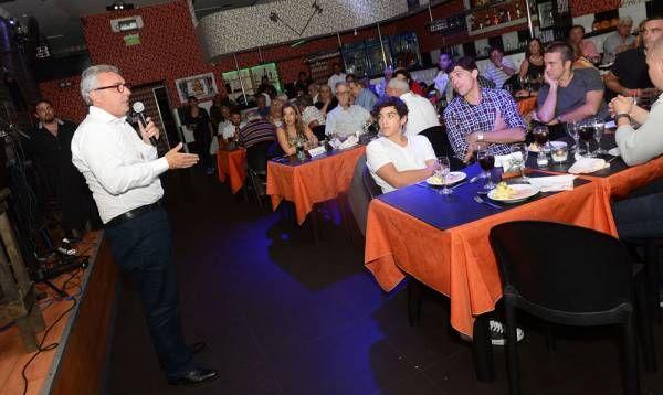 Julio Zamora compartió con vecinos el modelo de ciudad futura de Tigre