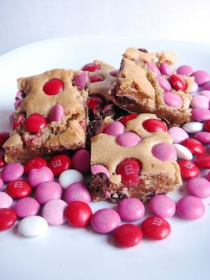 Baked Perfection: Brown Sugar Blondies for Valentine's Day
