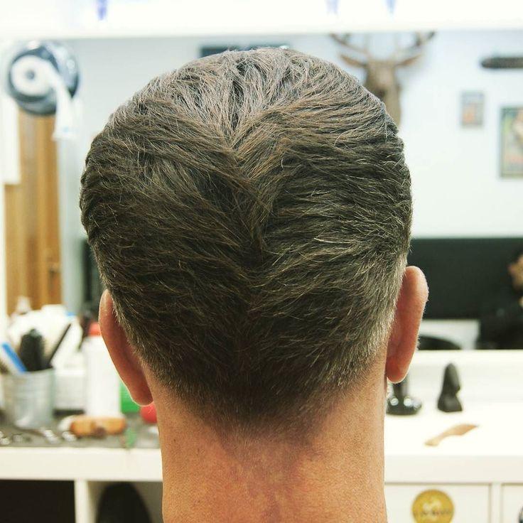 Trabajo realizado por Tony A navaja peine y tijera y máquina sobre peine Acabado rubber Matt y laca de @captaincook_barber_products . . . #barberlife #barber #barbershop #barbershopconnect #barberlove #haircut #barbering #barbergang #barbers #hair #fade #hairstyle #barbersinctv #menshair #barbercut  #hairstyles #barberhub #thebarberpost #beard #barberworld #barbero  #barberart #nastybarbers  #barberia #pompadur #elprat #barcelona