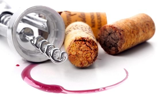 The Basics for Drinking a Glass of Wine!   Read more at: http://vinoenology.com/wine-news