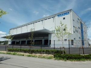 トレーディア(株)/当社倉庫、施設案内のパネル、画像展示等