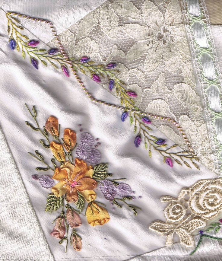Beauiful embroidery on crazy quilting.      ♥♡♥