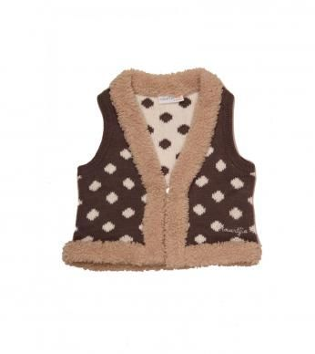 sleevless jacket with spots and fur trim.