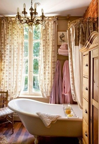 dyingofcute:    old-fashioned bathroom