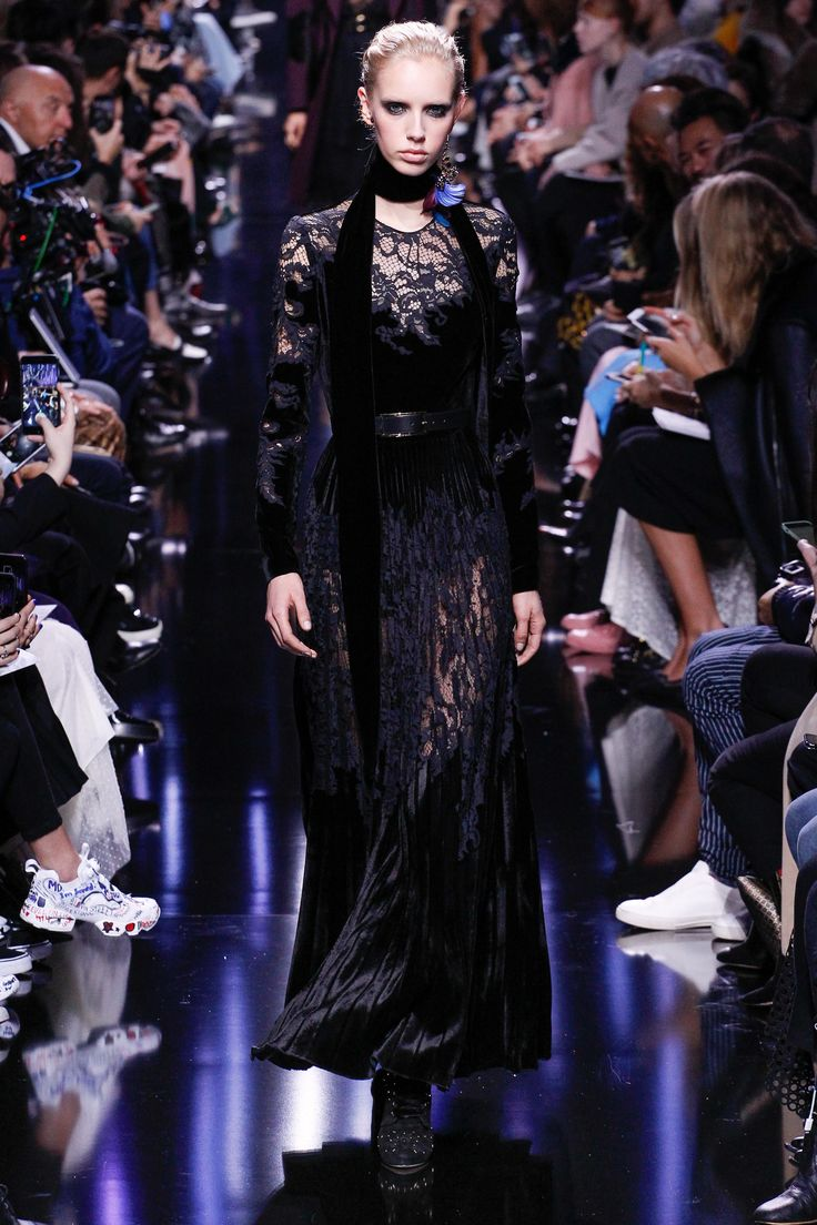Elie Saab Fall 2017 RTW: Edgy velvet and feminine lace! I like the velvet scarf too.