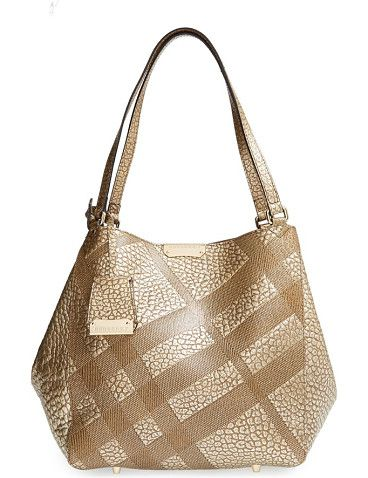 Check embossed heritage grain leather in a gilded hue makes this tote from Burberry a dazzling addition to your handbag wardrobe.