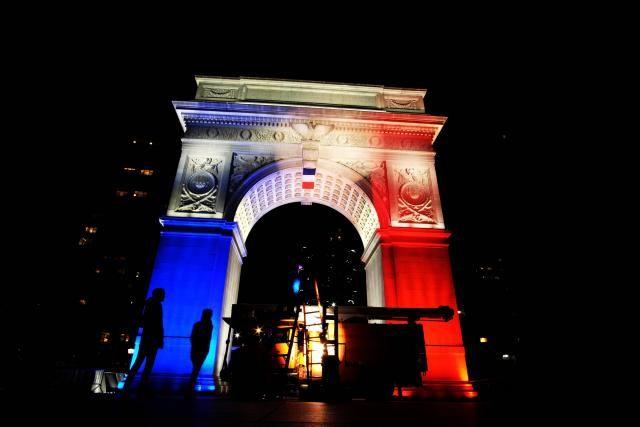 Le président républicain de la Chambre des représentants des États-Unis a ordonné la mise en berne des drapeaux américains au Capitole à Washington en l'honneur des victimes des attentats de Paris.