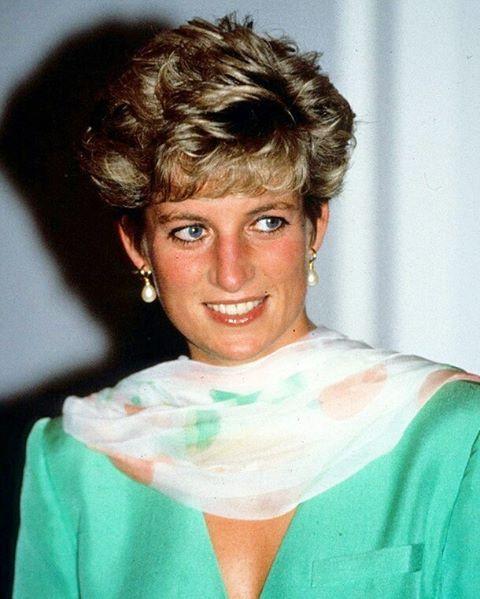 25 September 1991: Princess Diana visits King Edward Hospital in Lahore, Pakistan ■ 25 سبتمبر 1991: اﻷميرة ديانا تزور مستشفى الملك إدوارد في مدينة لاهور الباكستانية ■ #princessdianaforever #humanitarian  #princessofwales #princessdiana #gb #hertruestory #kensingtonpalace #uk #thebritishroyalfamily #theroyalfamily #thebritishmonarchy #queenofhearts #instagood #instaroyal #instalike #di #fashionicon #peoplesprincess #style #glamorous #icon #foreveryoung #uk #الأميرة_ديانا #أميرة_ويلز…