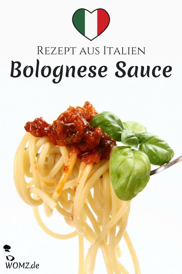 Spaghetti Bolognese ist mein Leibgericht. Doch wirklich gut werden sie nur, wenn man sie nach italienischem Rezept zubereitet. Deswegen solltest du für das nächste Abendessen unbedingt mein Bolognese Sauce Rezept ausprobieren. Original italienische Bolognese Sauce schmeckt anders als die, die wir in Deutschland kennen. So kannst du dich und deine Gäste mit einem außergewöhnlichen Geschmack überraschen. #bolognese #italien #italienisch #original #spaghetti