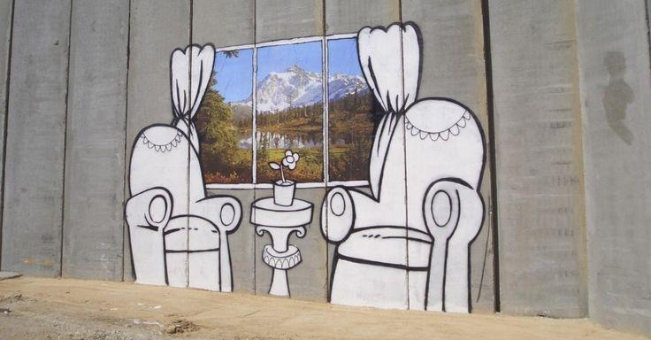 O polêmico muro que separa a Cisjordânia de Israel é alvo de diversas intervenções políticas de Banksy. Neste grafite, feito na região da cidade de Belém, do lado palestino da barreira, aparecem duas poltronas vazias e uma janela com vista para uma linda paisagem montanhosa. A foto da janela está deteriorada hoje, mas é uma obra que vale ser visitada. Em Belém também está o famoso estêncil do manifestante mascarado arremessando um buquê de flores