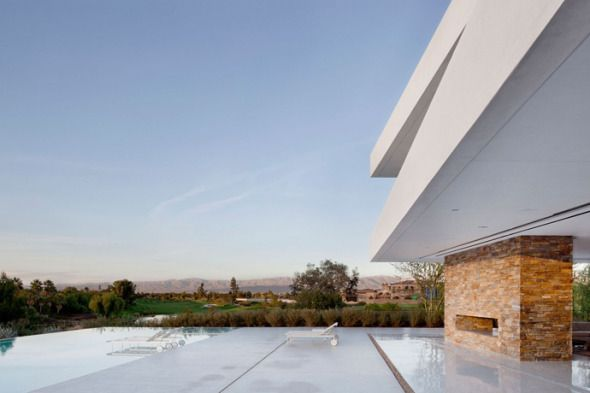 """El estudio de arquitectura XTEN Architecture diseño proyecto """" Madisonhouse"""" situado en Hollywood Hills, California, Estados Unidos. El proyecto Madisonhouse está situado sobre una loma con vistas a un impresionante conjunto montañoso en el extremo oriental del valle de Coachella."""