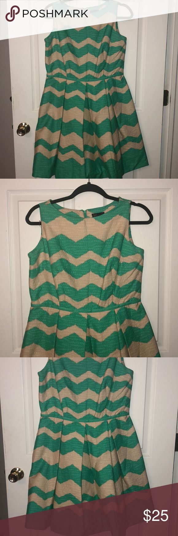 New Just Taylor Peplum Dress! Size 10 💕💕 Gorgeous chevron pattern dress with POCKETS!! Perfect for going out or a day at the office! Size 10 Just Taylor Dresses Midi