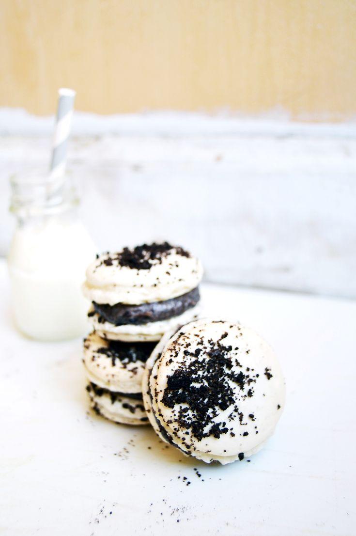 ... cookies and cream macarons ...
