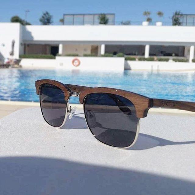 🍹 Poolside Views