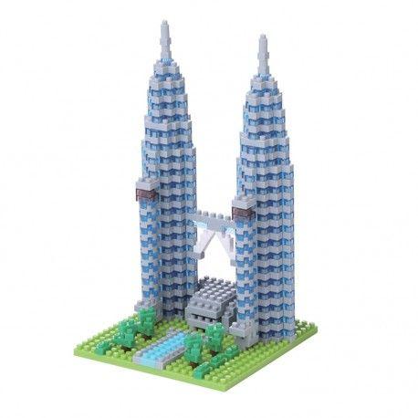 Tours jumelles Petronas • Les tours jumelles Petronas de Kuala Lumpur en Malaisie comportent 88 étages pour une hauteur totale de
