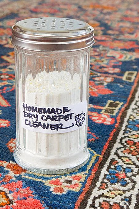 Homemade Dry Carpet Cleaner For Fresh and Clean Rugs •2 cups baking soda •1/2 cup cornstarch •1/2 cup cornmeal •4 bay leaves •1 tablespoon whole cloves •1 tablespoon Borax (optional) •Blender •Sprinkle-top container 1.Measure and add the ingredients to a blender.2.Pulse on low until the carpet cleaner has an even consistency.3.Pour the dry carpet cleaner into a sprinkle-top container.Sprinkle generously over carpet, and let sit for at least two hours or overnight.4.Vacuum your carpet, and…