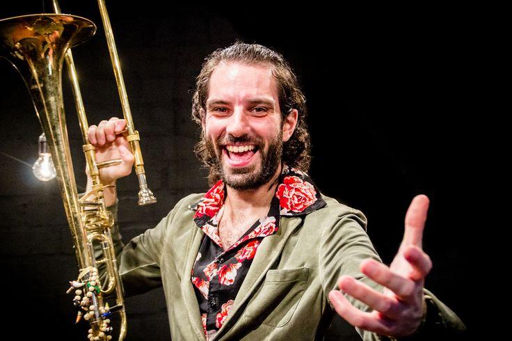 https://flic.kr/p/Pd1ESn   ORQUESTRA MARAVILHA   Orquestra maravilha de porto alegre  trompete: Rafa goi maestro: Martin  trombone: Tiago rigo saxofone: Ju rossi gaita: Rafa cambarÁ  Fotos de ju rossi