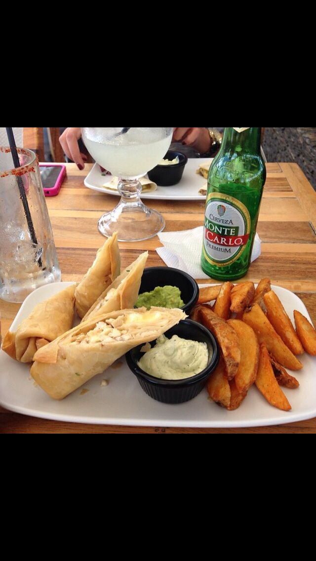 Nombre: La Playa Comida: Chimichangas y papas fritas #FoodPorn