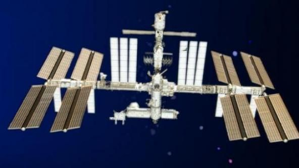 BY ELLE GRIFFITHS, MirrorUFO spotters have raised the alarm after the International Space Station live feed cut out just as a large mysterious object appeared to enter Earth's atmosphere.The incident