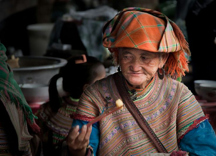 Old women at Bac Ha market