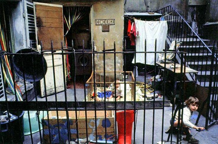 une loge de concierge belleville au d but des ann es 39 70 par fran ois xavier bouchart. Black Bedroom Furniture Sets. Home Design Ideas