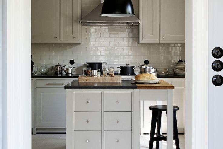 kitchen furniture / materials: wooden board, Benjamin Moore paints