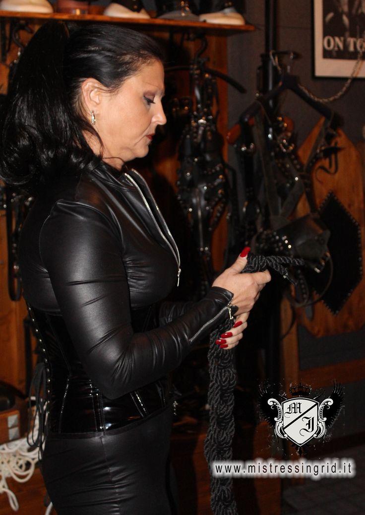 Mistress Padrona Ingrid Brescia, Milano, Verona, Bologna. Inizio sessione bondage.http://www.mistressingrid.it