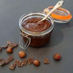 A tomber, elle va vous faire oublier le Nutella ! 60 g de purée de noisette 60 ml de lait végétal 15 g de cacao cru en poudre 15 g de sirop d'agave Mélanger tous les ingrédients à la cuillère jusqu...