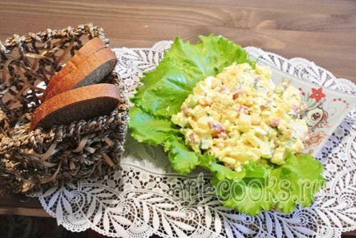 Салат с копченой колбасой и свежими огурцами