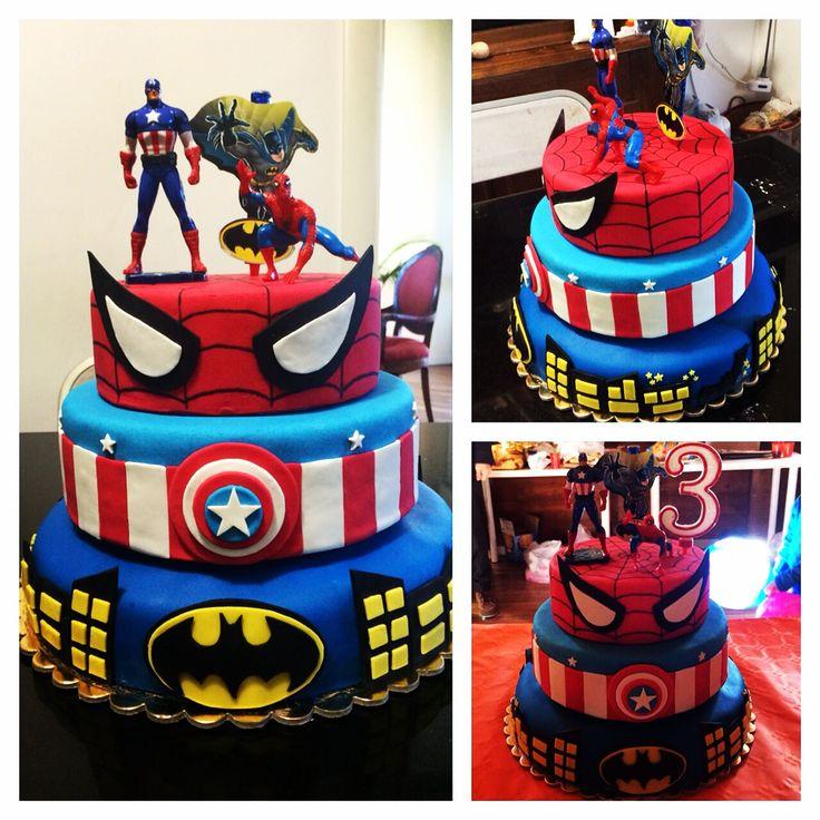 #Superheroes #fondant #cake for #birthday: #batman #CaptainAmerica, #spiderman and #hulk // #torta #supereroi in #PastaDiZucchero per un #compleanno // #super-héros fondant #anniversaire #tarte
