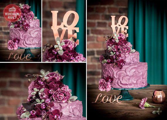 """Stadthochzeiten im """"Urban Chic"""" sind angesagt und für Hochzeittorten sind Beeren-und Fliedertöne in, wir haben diese Trends in einem Hochzeittorten-Kunstwerk vereint."""