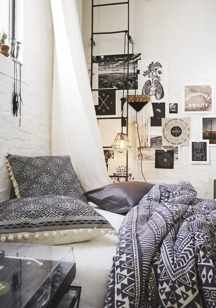 Bohemian styled bedroom   Image via theclassyissue.com