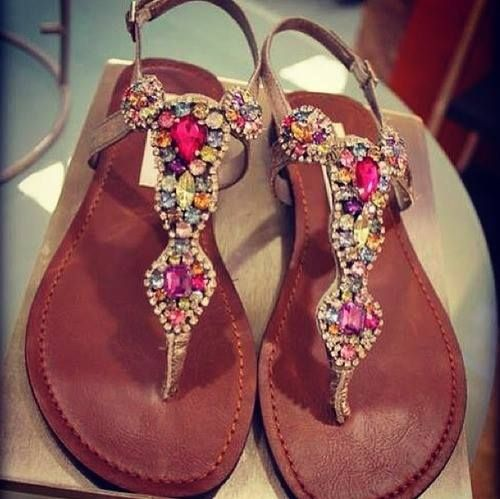 Flat #sandals decorated with crystals