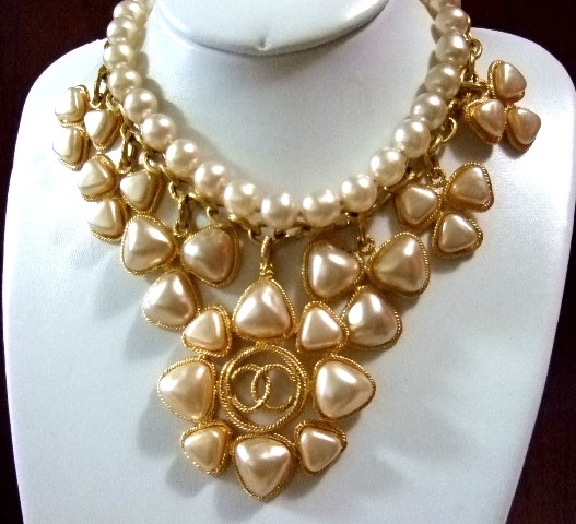 CHANEL Gripoix Faux Pearl Necklace / Choker