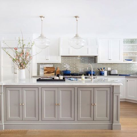 That subtle color from the backsplash makes all the difference!  And yes, we're talking about our favorite budget backplashes on the blog today. Inspiration from @Homepolish. :@archdigest