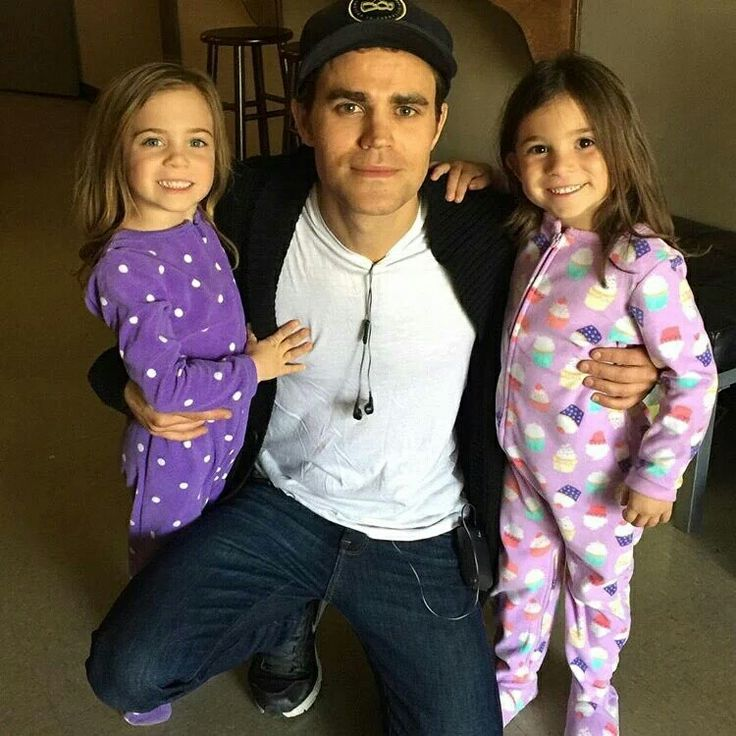 Paul and the 2 girls who play Alarics twins