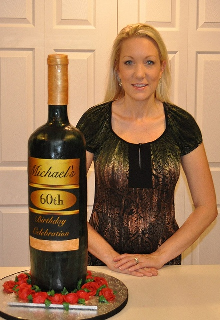 How to make a wine bottle cake ~ http://cakefixation.blogspot.com/2011/12/wine-bottle-cake.html