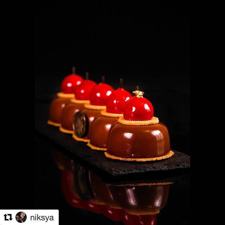 """#Repost @niksya (@get_repost) @bakelikeapro  Chocolate cheesecake. Composition: eggless coconut pate sucree; gluten-free sponge cake with yoghurt and granola; Cherry-raspberry jelly; Chocolate mousse """"cheesecake"""" with granular cottage cheese. ------- А вы любите чизкейк? Какой ваш самый-самый любимый? Может быть вы пробовали его однажды и на веки вечные он остался в вашей памяти и более нигде вы ничего подобного не могли попробовать? И за что вы любите чизкейки? - Представляю вам свою новую…"""