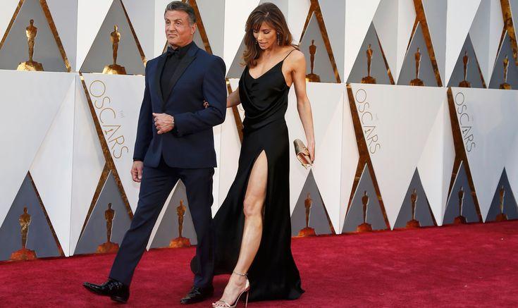 Sylvester Stallone, indicado a melhor ator coadjuvante por 'Creed', e sua mulher Jennifer Flavin, no tapete vermelho do Oscar 2016