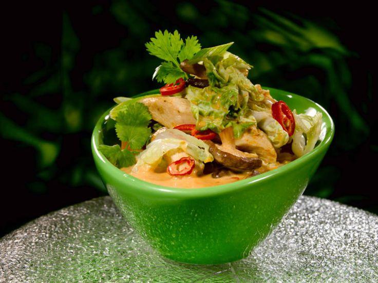 Asiatisk suppe med kylling og kinakål