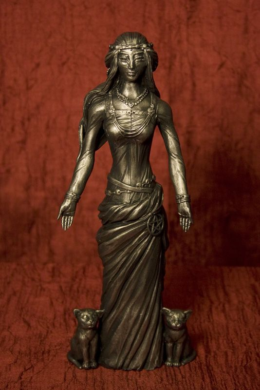 A biography of freya the norse goddess of beauty and love